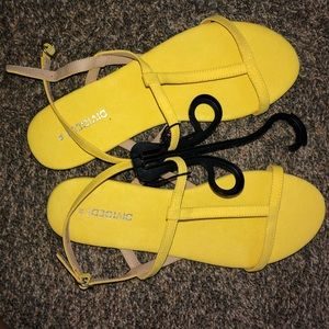New Cute yellow sandals sz8